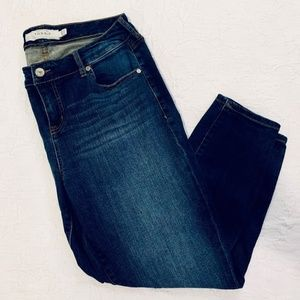 Torrid Girlfriend Dark Wash Jeans Size 12S